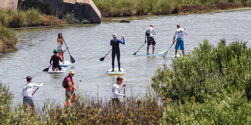 En KiteCamp Tarifa también se hacen cursos y rutas de Paddle Surf (SUP)
