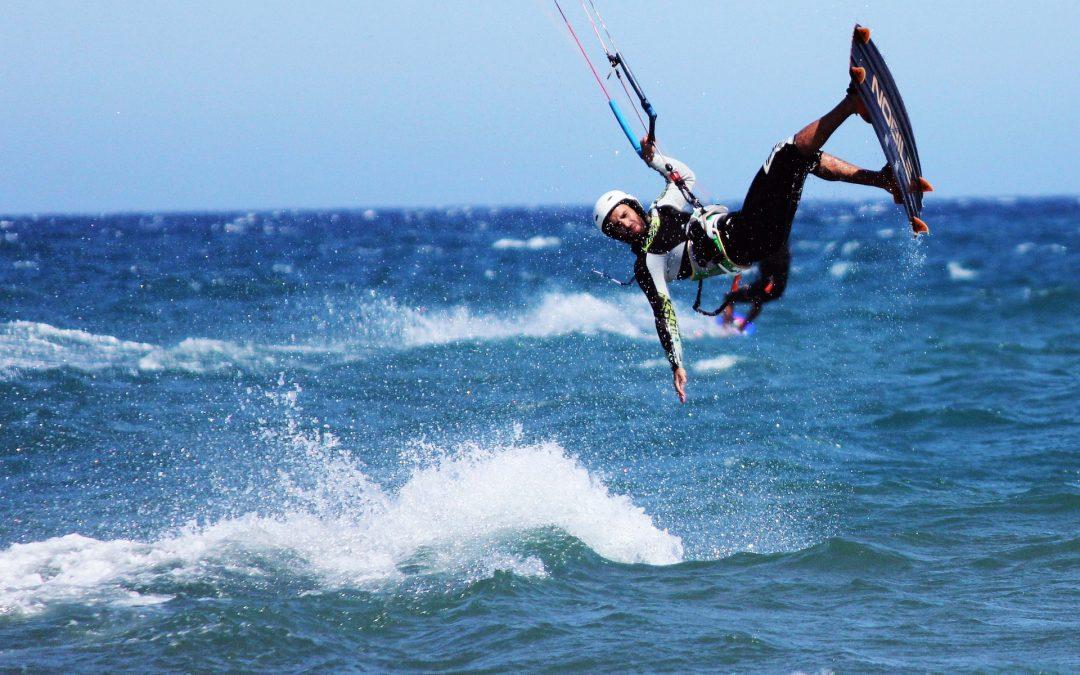 ¿Qué debes saber antes de probar el kitesurf por primera vez?