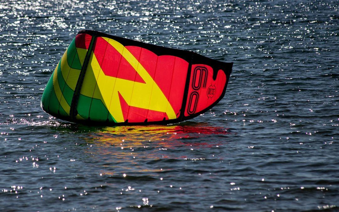 Cuatro motivos para lanzarte a disfrutar del kitesurf este verano